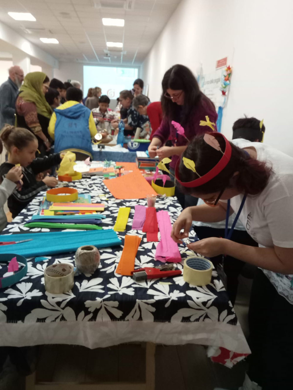 Banchetti espositivi e laboratori per bambini e ragazzi.