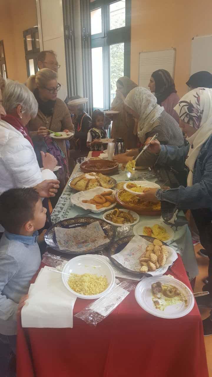"""Varietà di cibi per il """"pasto nel mondo"""". I numerosi piatti preparati , tutti di buon livello, sono stati assai graditi dai partecipanti."""